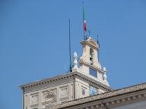 Il torrino dice che il Presidente non è in casa (manca la sua bandiera)