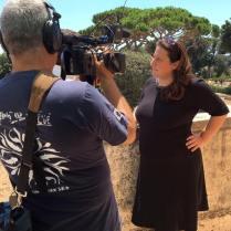 La Sindaca si prepara a un'intervista in TV