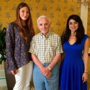 Arianna e Giulia interpretano per Charles Aznavour