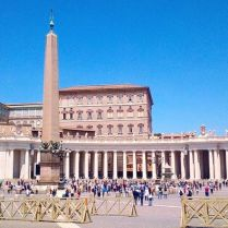 Papa Francesco saluta i fedeli dal Palazzo Apostolico, 24 maggio